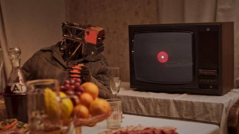 Робот нарезает оливье под марсианской елкой: фермер показал будущее русской деревни