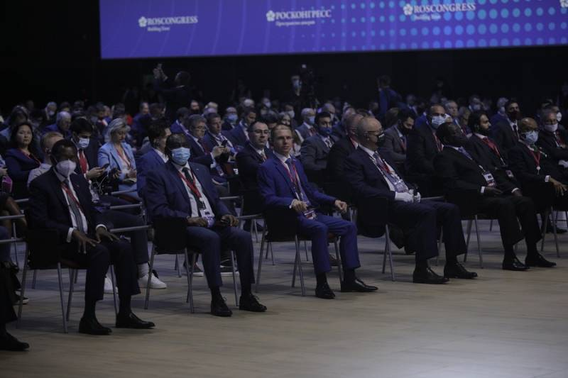 Михаил Романов принял участие в работе XXIV Петербургского международного экономического форума