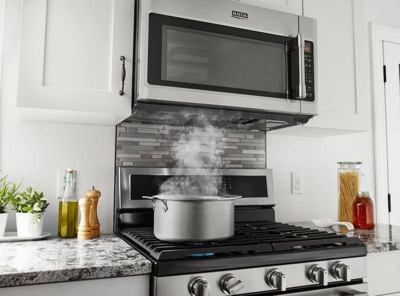 Почему на кухнях в Америке над кухонной плитой микроволновка, а не вытяжка